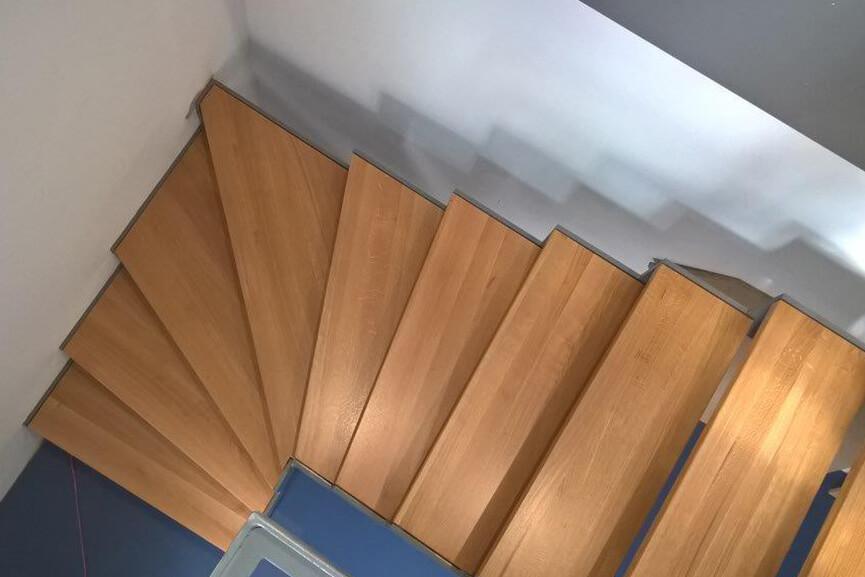 Holztreppen - Wendeltreppen, gerade und geschwungene Treppen aus Holz